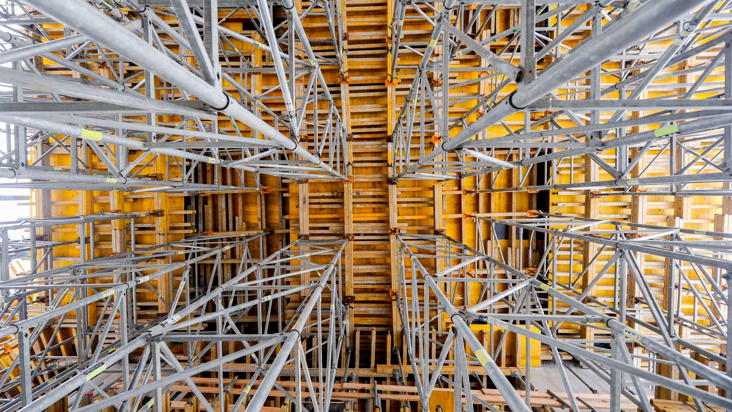 Cintres métalliques pour coffrage de dalles et structures horizontales. Consultez la vaste gamme de coffrages proposés par ULMA Construction et demandez conseil.