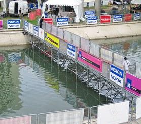 Polyvalent : Passerelle pour franchiser un fleuve.