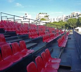 Largeur entre sièges et assise très confortable facilitant l'accès.