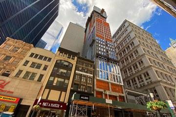 Construction du gratte-ciel 185 Broadway dans le quartier financier de New York