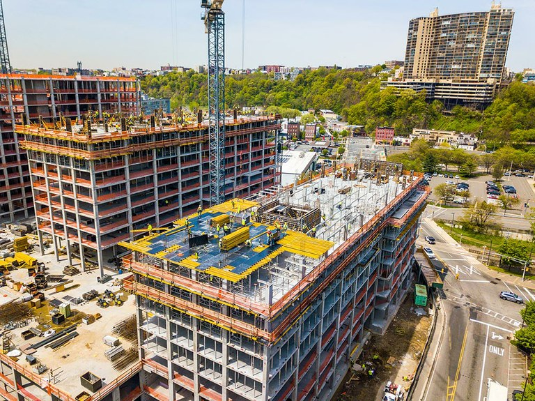 Productivité et sécurité dans la construction du 800 Harbor Boulevard, dans le New Jersey